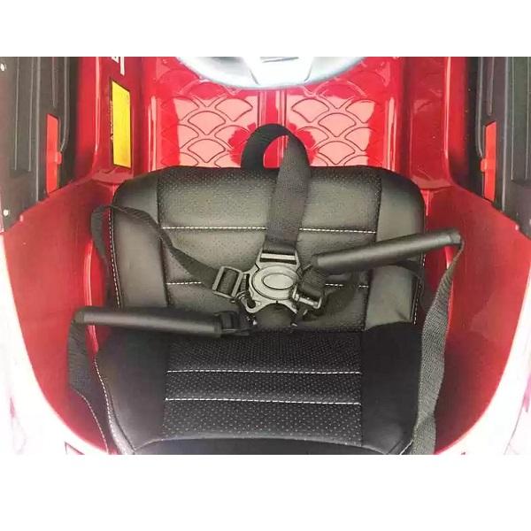 Masinuta-electrica-pentru-copii-AMG-C63s-COUPE-1588-Visiniu-metalizat